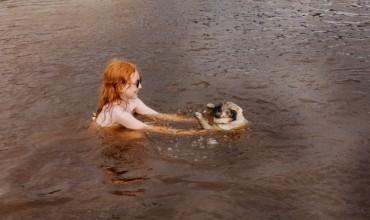Chien qui aime l'eau vs. chien qui a peur de l'eau : nos conseils